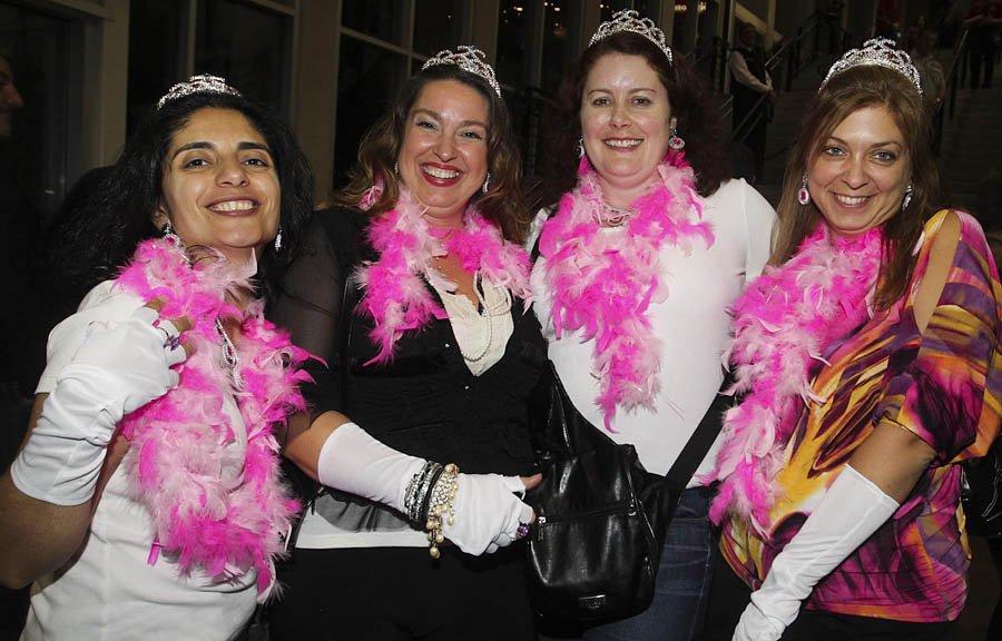 Caroline Rahal, Christiane White, Joanne Brennan, Annick Charette étaient présente pour le passage de Madonna à Ottawa | 10 septembre 2012