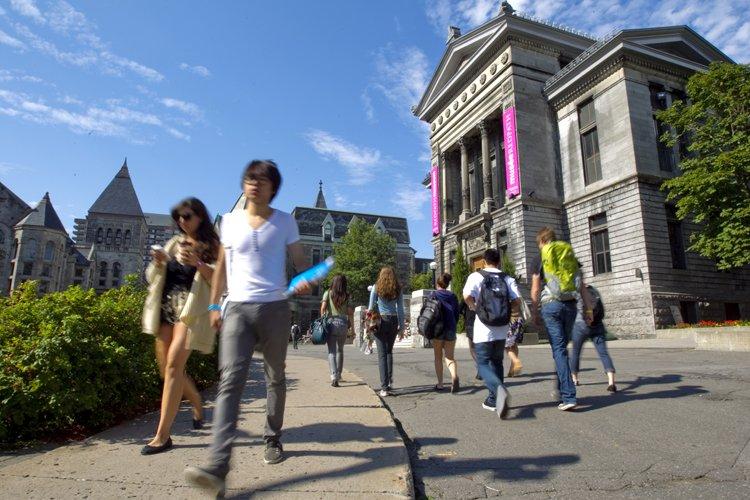 Quand on sait qu'un diplôme universitaire est de... (Photo: Alain Roberge, archives La Presse)