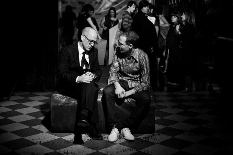Steve Jordan, fondateur du prix Polaris, discute avec... (PHOTO FOURNIE PAR LES PRIX POLARIS)
