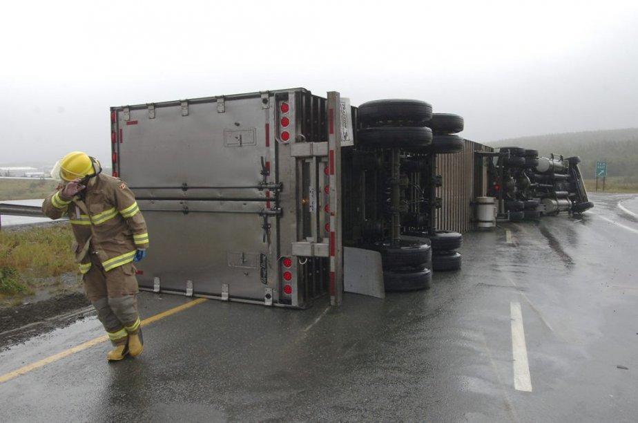 Un camion s'est renversé non loin de Saint-Jean à Terre-Neuve.... | 2012-09-11 00:00:00.000