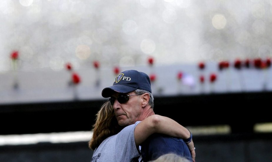 Un couple, à la cérémonie au 1 World Trade Center. | 11 septembre 2012