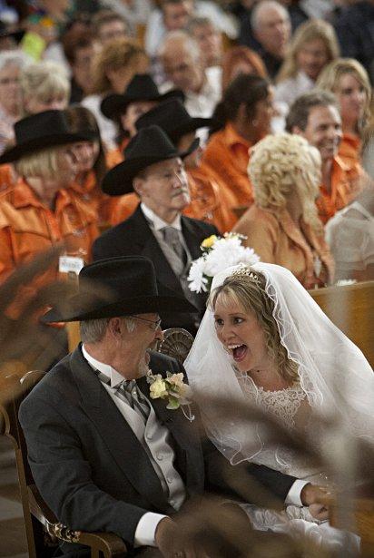 Une jeune femme a profité du festival pour célébrer un mariage de style Western. | 11 septembre 2012