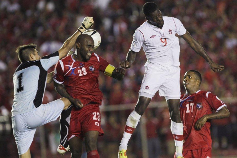 Rolando Blackburn et Blas Perez ont touché la cible et le... (Photo: Reuters)