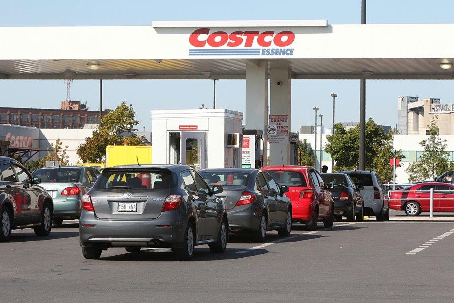 Des automobilistes font la file au Costo de... (Photo Patrick Sanfaçon, La Presse)
