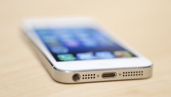 Apple a dévoilé mercredi un iPhone 5 qui mise sur la force de son écosystème de...