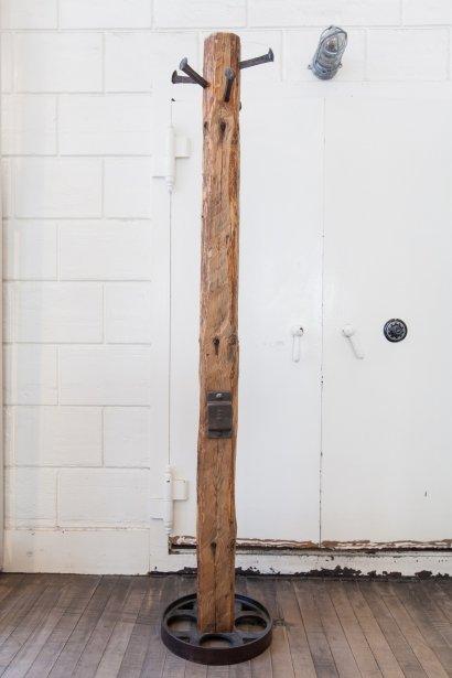 Patère en bois recyclé, 450$. Espace Pépin, 350, Saint-Paul Ouest.... | 2012-09-13 00:00:00.000