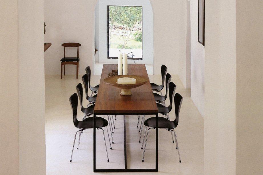 Les maniaques de chaises signées seront servis dans... (Photo tirée du livre 100 interiors around the world.)