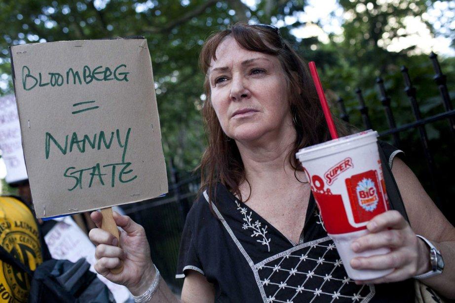 Andrea Hebert manifeste devant l'hôtel de ville de... (Photo: Reuters)