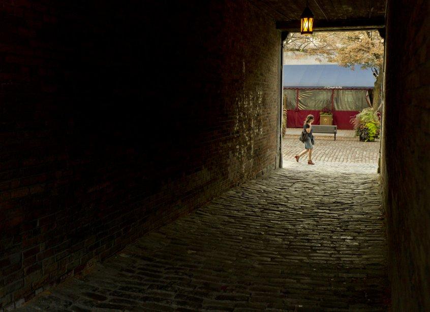 Pour un peu, on se croirait dans un «sotoportego» de Venise (passage piétonnier sous les maisons vénitiennes). | 13 septembre 2012