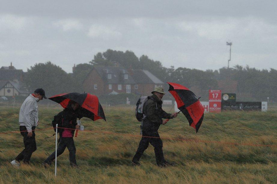 Des vents soufflant à presque 100 km/h ont... (Photo: AFP)