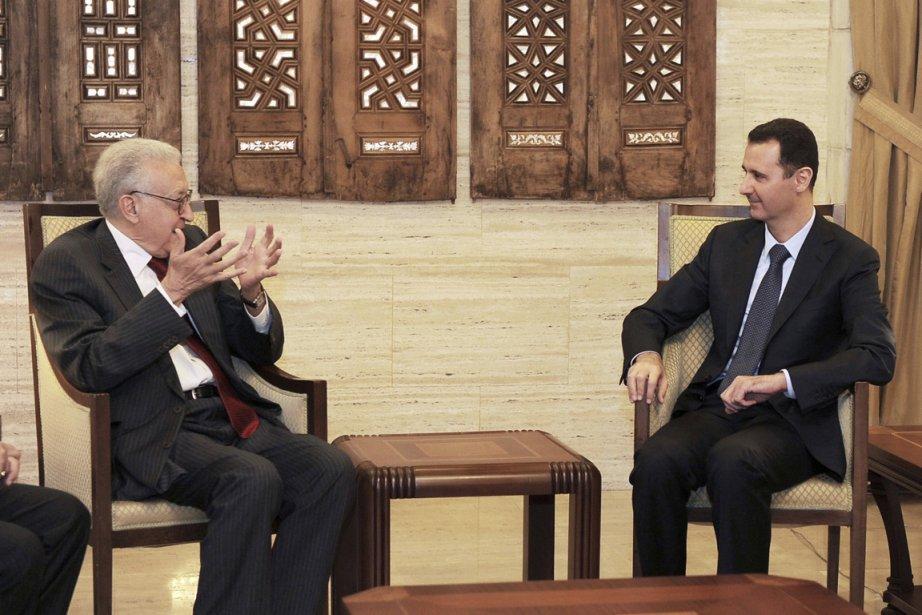 Le médiateur international Lakhdar Brahimi a rencontré samedi... (Photo : AP)