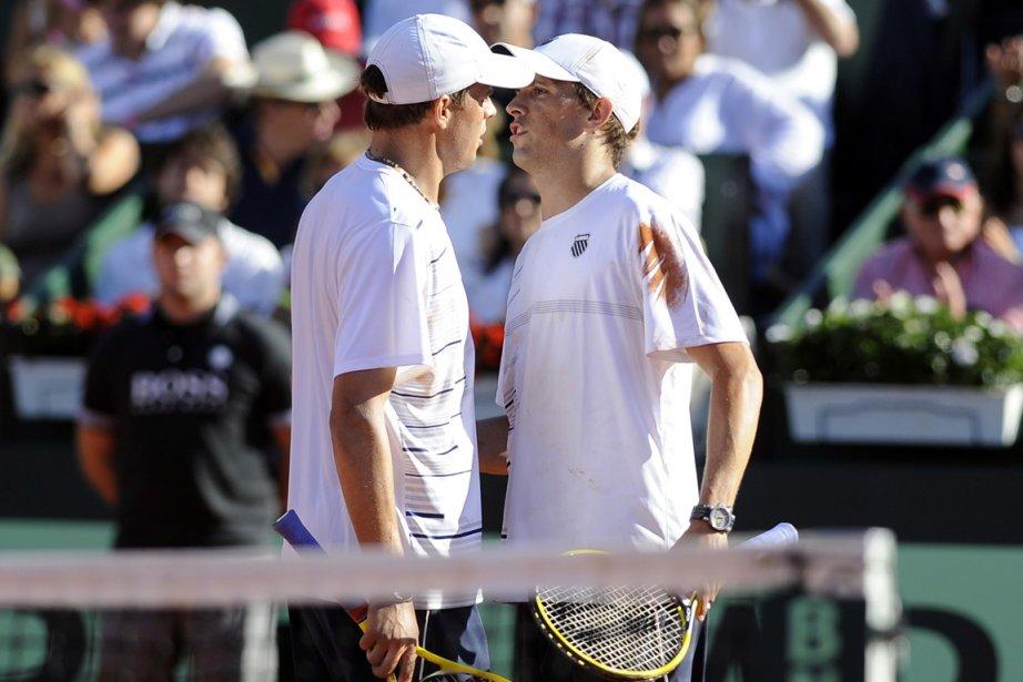 Les frères Bob et Mike Bryan ont défait... (Photo : Rafa Rivas, AFP)