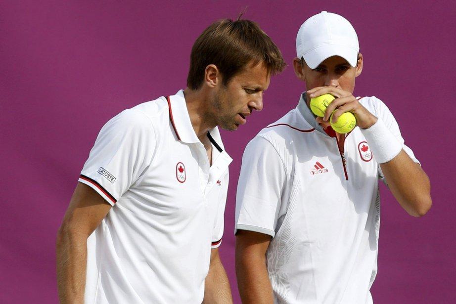 Daniel Nestor et Vasek Pospisil, cet été aux... (Photo : Mark Blinch, Reuters)