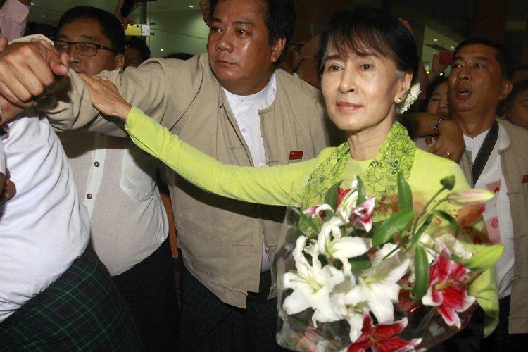 Aung San Suu Kyi à son arrivée à... (Photo: AFP)