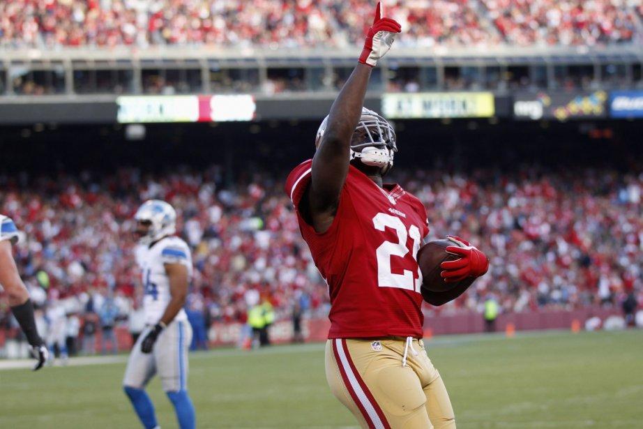 Le porteur de ballon des 49ers Frank Gore... (Photo: Reuters)