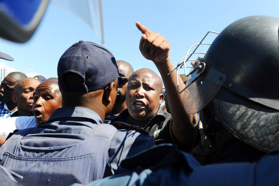 La police a refusé à Julius Malema l'accès... (PHOTO ALEXANDER JOE, AFP)