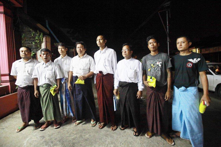 Des prisonniers politiques non identifiés, qui viennent tout... (PHOTO YE AUNG THU, AFP)
