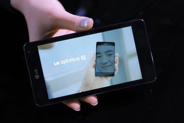 Les Français s'affichent plutôt conservateurs en matière de téléphonie mobile,...