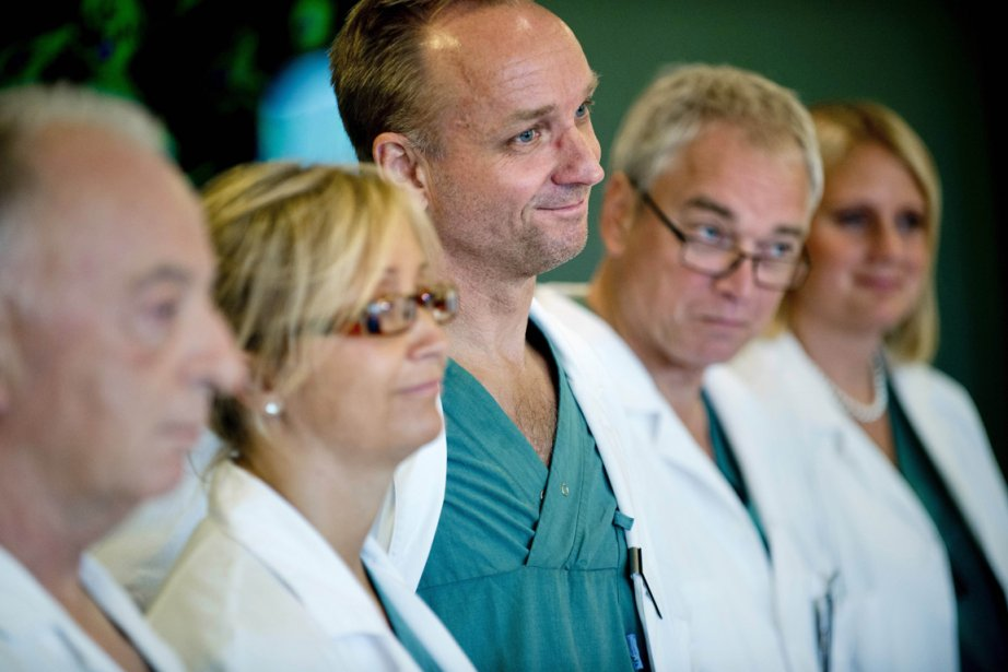 Plus de dix chirurgiens ont participé aux opérations,... (Photo AFP)