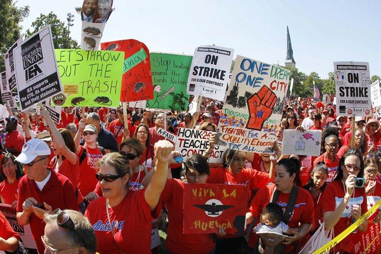 Environ 25 000 enseignants étaient concernés par ce... (Photo: AP)