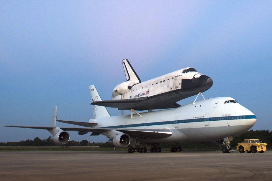 Endeavour a préalablement été placée sur le dos... (Photo AFP)