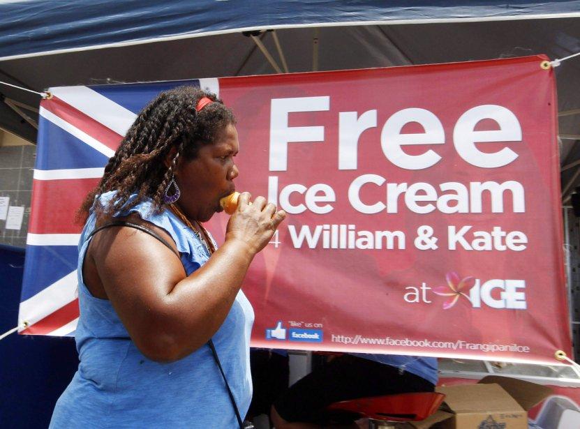 Crème glacée gratuite pour William et Kate, peut-on lire sur cette affiche d'une crèmerie de Honiara, aux Îles Salomon, qui a décidé  de servir gratuitement tous ses clients qui répondent au nom de Kate ou William, le 15 septembre. | 19 septembre 2012