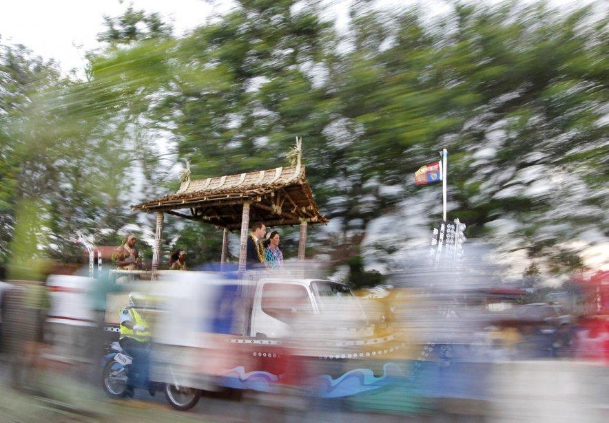 Le couple princier se promène à travers Honiara, à bord d'un camion décoré aux couleurs locales, le 16 septembre. | 19 septembre 2012