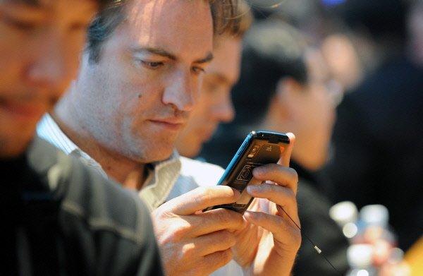 Les téléphones haut de gamme branchés sur internet gardent une forte valeur...