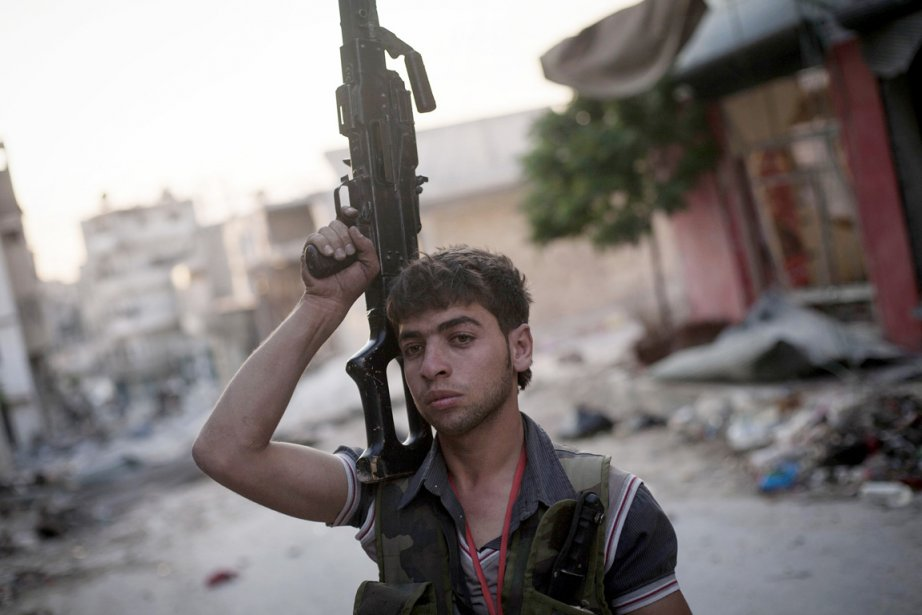 Dans son bilan des victimes civiles, l'OSDH compte... (PHOTO MANU BRABO, AP)