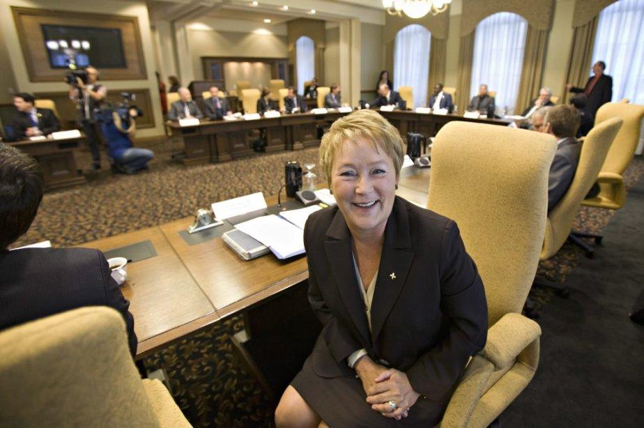 La première ministre Pauline Marois visiblement heureuse de son nouveau... | 2012-09-20 00:00:00.000