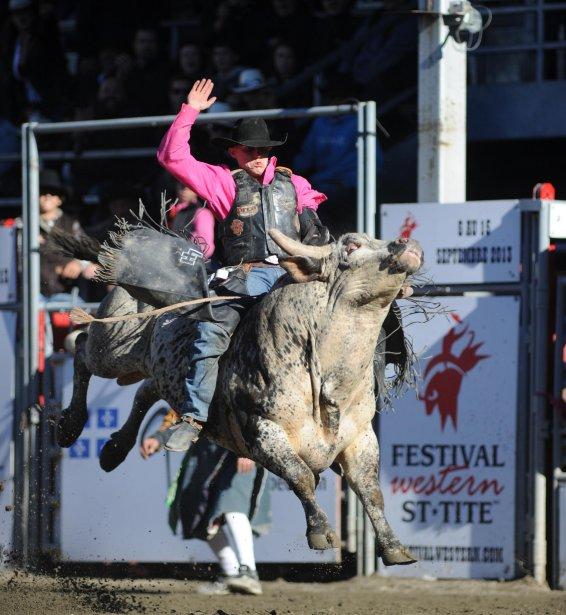 La monte du taureau sauvage demeure l'épreuve reine du rodéo. | 20 septembre 2012