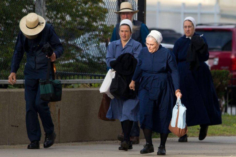 Membres de la communauté amish qui se déplacent... (PHOTO SCOTT R. GALVIN, ASSOCIATED PRESS)