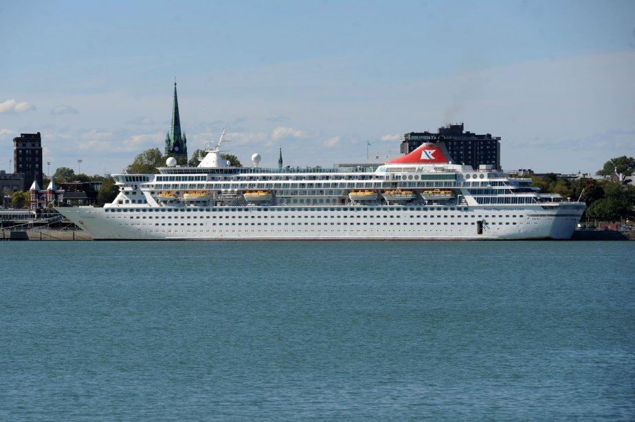 Le Balmoral a été construit en 1987-1988 au coût de 178 millions $. Le navire de 9 étages mesure 218 mètres. Il compte 710 cabines et suites. | 21 septembre 2012