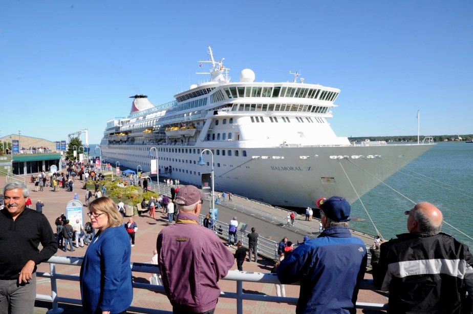 Le Balmoral compte 1184 passagers et 508 membres d'équipage. | 21 septembre 2012