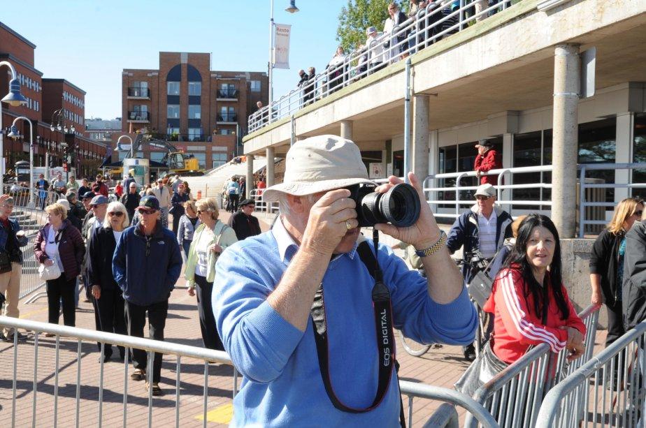 Toute la journée, dans un flot continu, les passagers débarquaient du navire et devenaient, à toutes fins utiles, les premiers visiteurs de Trois-Rivières en tant que port d'escale pour des grands navires de croisière internationaux | 21 septembre 2012