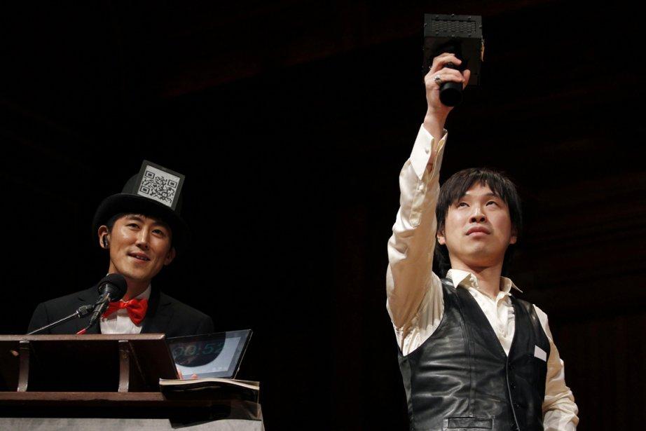 Les Japonais Kazutaka Kurihara et Koji Tsukada ont... (Photo: Reuters)