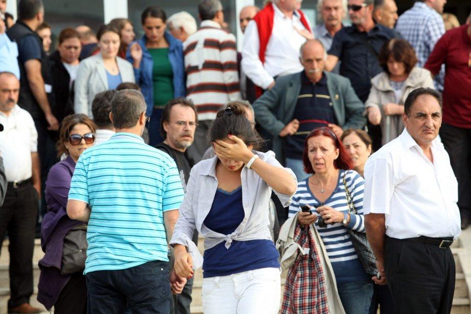 Les proches des officiers condamnés étaient ébranlés à... (PHOTO AFP)