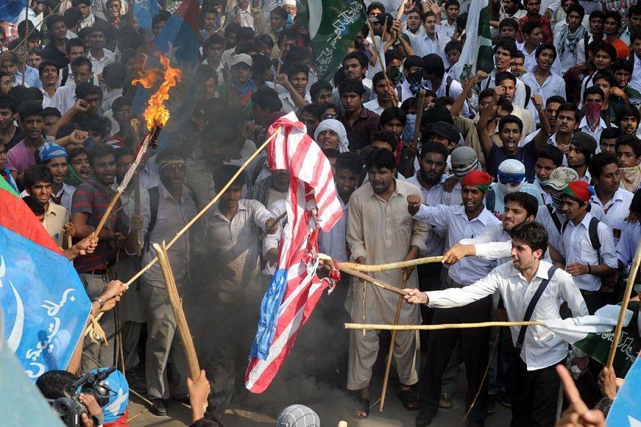 Des gens manifestaient contre le film anti-islam au... (Photo: AFP)