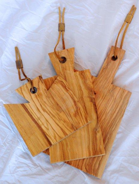 Ensemble de trois petites planches à découper en bois d'olivier, 109$ chez Mà Mobilier Actuel (261, rue Saint-Anselme, Québec, 418 521-6262) | 23 septembre 2012