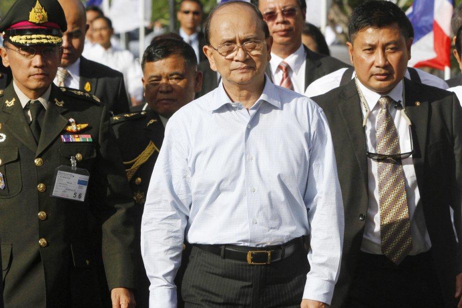 Le président Thein Sein (au centre), qui dirige... (PHOTO CHAIWAT SUBPRASOM, ARCHIVES REUTERS)