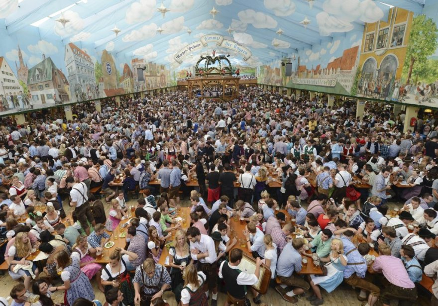Jardin de bière à la place Theresienwiese. | 24 septembre 2012