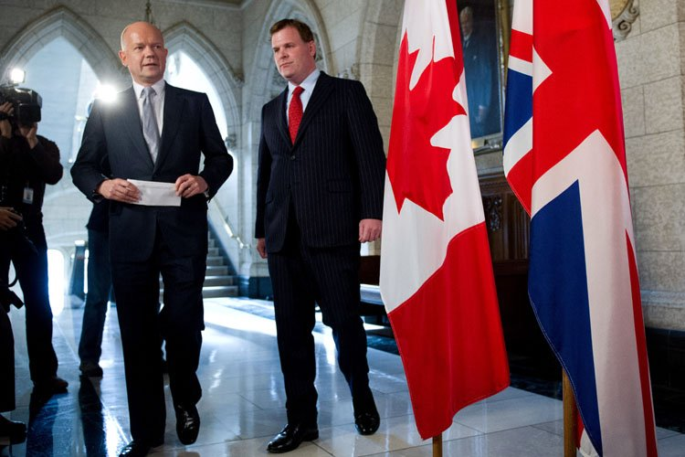 Le ministre des Affaires étrangères du Canada, John... (Photo: PC)