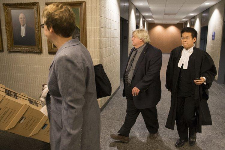 Le Dr Gaétan Barrette (au centre) et sa... (Photo: Ivanoh Demers, La Presse)