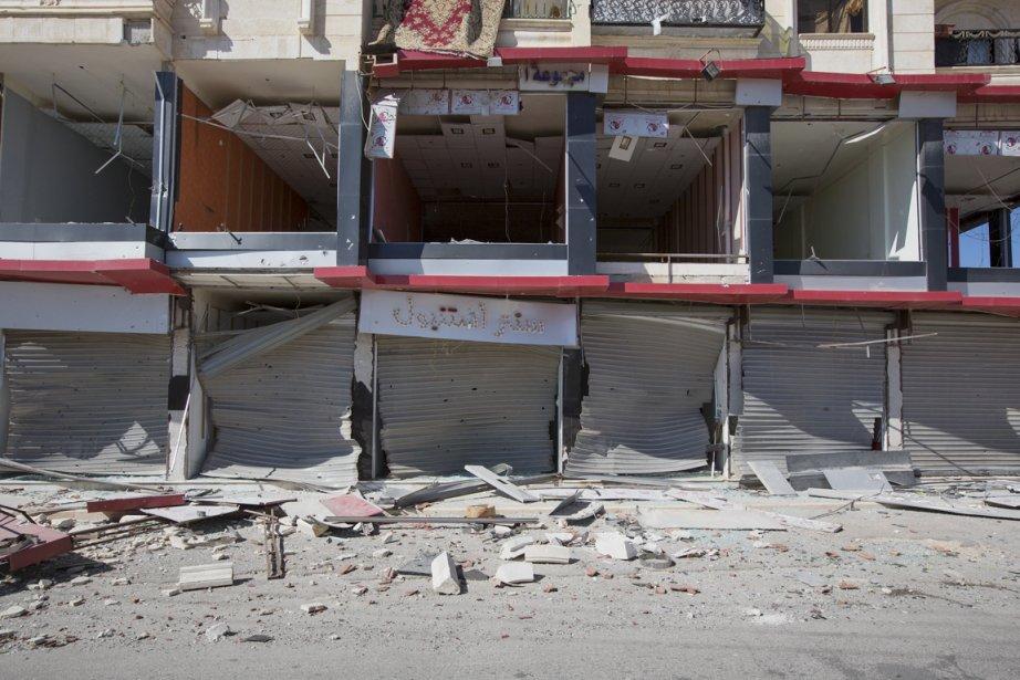 Dans un minuscule trois-pièces au troisième étage d'un immeuble bombardé par les soldats du gouvernement, des matelas jetés par terre, une connexion internet qui va et vient, comme l'électricité, quelques journalistes et trois ou quatre membres de l'Armée syrienne libre. | 25 septembre 2012