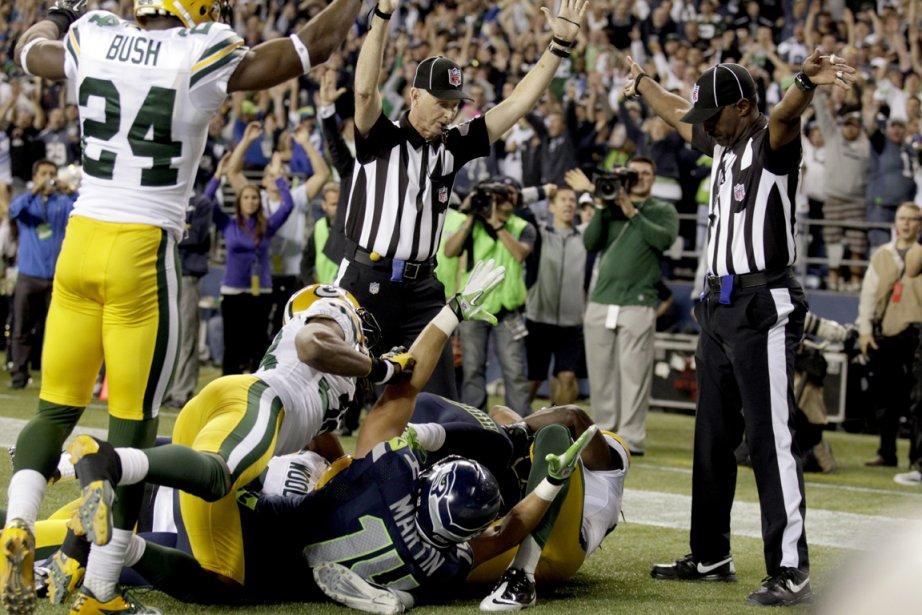 La décision controversée des arbitres d'accorder un touché... (Photo: AP)