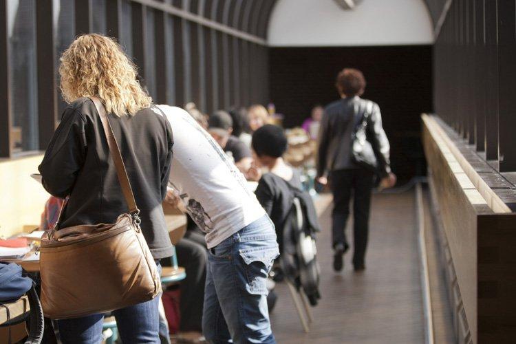 Plusieurs étudiants entrent à l'université dès 8h le... (Photo: Ninon Pednault, La Presse)