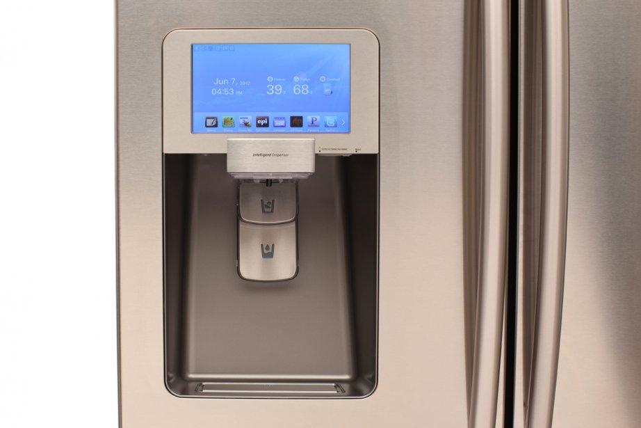 Le réfrigérateur Wi-Fi se substitue à l'ordinateur et... (Photo fournie par Samsung Canada)
