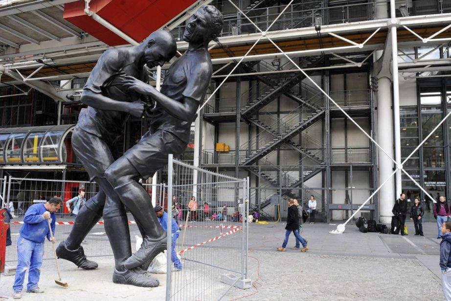 La statue de bronze de cinq mètres illustre... (Photo: AFP)