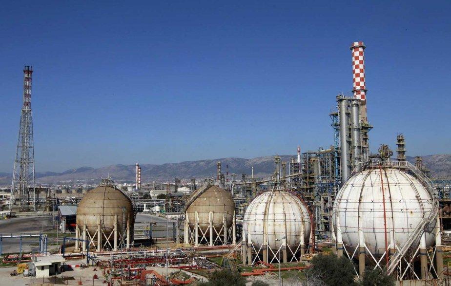 Des installations pétrolières en Grèce.... (PHOTO REUTERS)