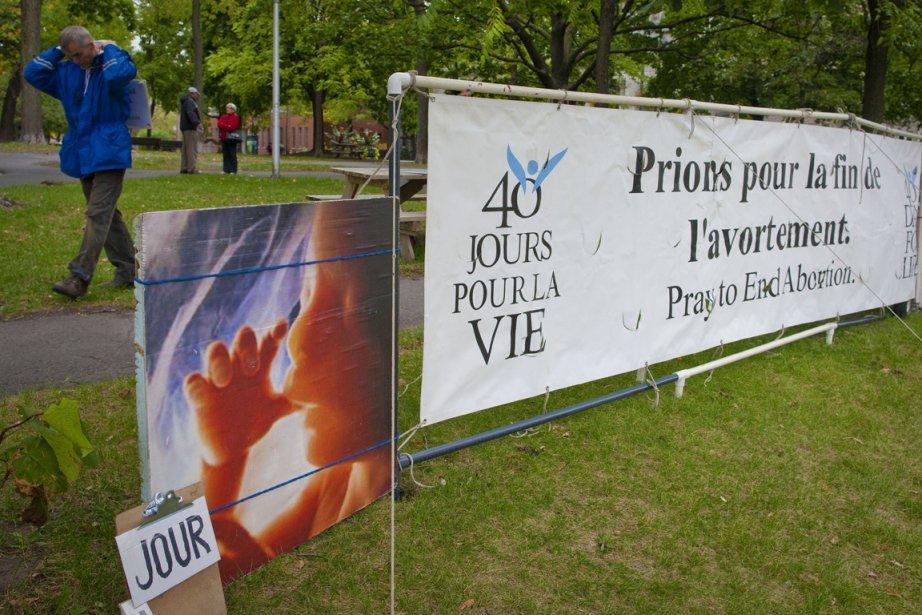 Des manifestants antiavortement devant la clinique Morgentaler.... (Photo André Pichette, La Presse)